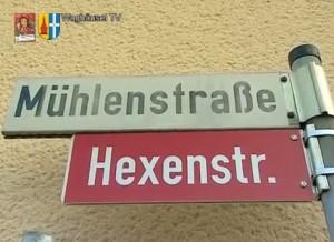 In Kirrlach wird die Mühlenstrasse an Fastnacht und bei dem Hexensprung zur Hexenstraße