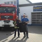 Lackiererei Schüttler unterstützt Beschaffung neuer Feuerwehrshirts