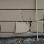 Sandhausen – Fassade mit Auto beschädigt und weiter gefahren – Polizei sucht Zeugen