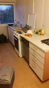 Hockenheim - Bewohner in Notunterkunft bekommen billigen Schrott anstatt eine Küche im Wert von 1500 Euro - nämlich das was ein Sponsor bezahlte - arme Menschen werden noch extra verascht - weil sie wehrlos sind.
