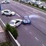 Rennfahrer verarscht Polizisten auf der Autobahn