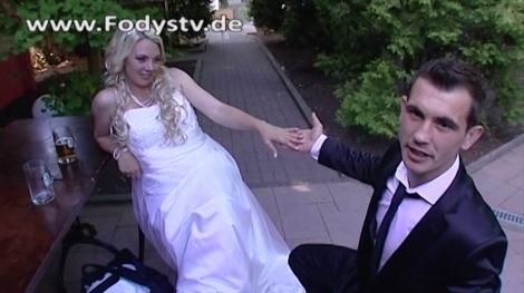 Spontan ein Hochzeitspaar bei dem Premium Restaurant und Eventlocation  Fodys Fährhaus in Ladenburg aufgenommen