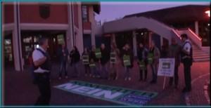 Demonstration in Waghäusel vor dem Rathaus gegen den geplanten Konverter Standort