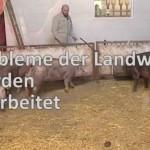 Hilfe für Landwirte – Karl Klein Landtagsabgeordneter und Paul Locherer bei den Landwirten.
