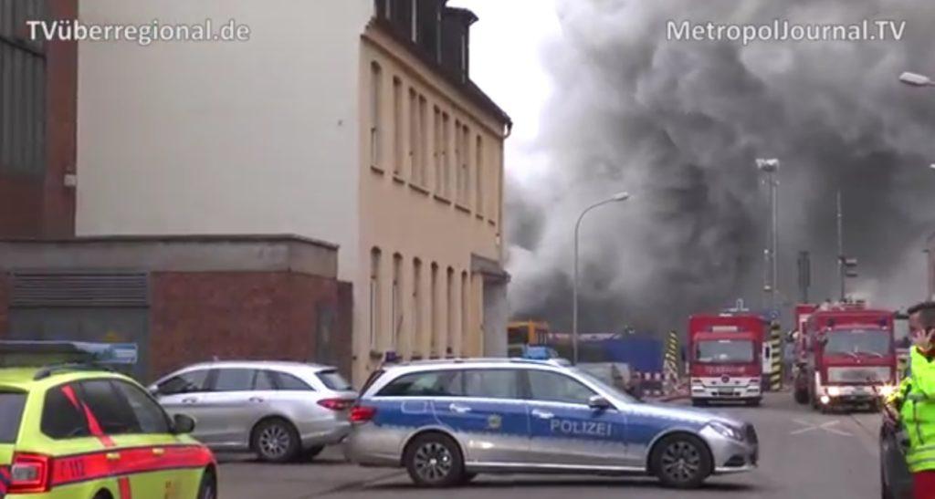 grossbrand mannheim lagerstrasse feuerwehr mannheim katastrophenschutz mannheim blaulicht mannheim metropoljournal tvüberregional