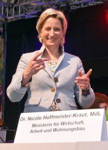 Wirtschaftsministerin steht hinter dem Mittelstand - Dr. Hoffmeister-Kraut sprach auf dem Mathaisemarkt