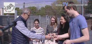 Walldorf: Lehrlinge vom HOTEL EUROPÄISCHEN HOF aus Heidelberg übergeben einen großen SPENDENSCHECK an das TOM TATZE TIERHEIM