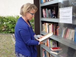 REILINGEN - Öffentliches Bücherregal Schenken Sie anderen Lesevergnügen