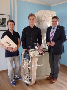 """REILINGEN: """"Jugend musiziert""""-Preisträger im Rathaus"""