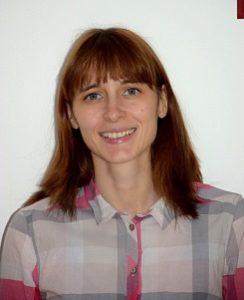Stephanie Carle, geboren 1983 in Heidelberg, ist Lehrerin und ausgebildete Theaterpädagogin. Eigene Geschichten schreibt sie seit ihrem siebten Lebensjahr. Im Laufe der Zeit verfasste sie mehrere Romane, die hauptsächlich im Bereich Fantasy angesiedelt sind. Mit 'Für Samantha' erscheint ihr Thriller-Debüt als Auftakt zur 'Shreveport-Thrillerserie'.