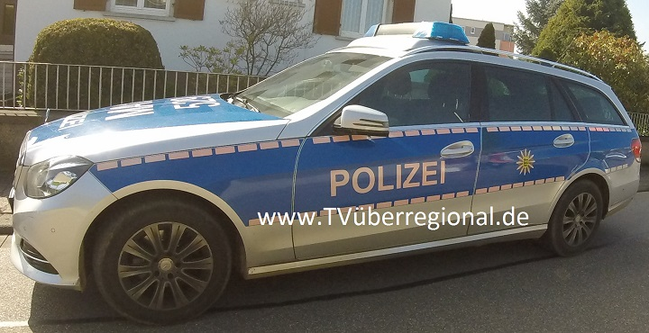 Wiesloch, Verkehrsunfallzwischen Wiesloch und Frauenweiler, LKW schiebt Pkw über rote Ampel in Einmündungsbereich - eine Person verletzt - 10.000 Euro Sachschaden