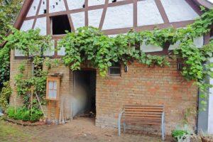 Reilingen, Über eine mögliche Sanierung des maroden Nebengebäudes entscheidet demnächst der Gemeinderat P1040274