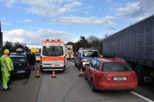 Hockenheim, Autobahn 6: Stau nach Auffahrunfall auf Autobahn