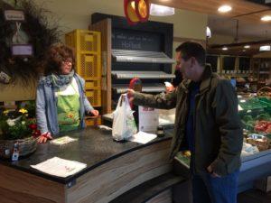 Hofladen Freudensprung Dielheim, zufriedene Kunden. Abends ausverkauft. Lieferservice für Obst, Gemüse. Landmetzgerei Produkte in Dielheim und 20 KM Freudensprung Anbau, Gemüseanbau, Selbsterzeugnisse, frisch vom Feld, Dielheim, Heimlieferservice,