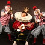Prunksüchtiger Adliger zeigt magisch-modische Gewänder in Hockenheim