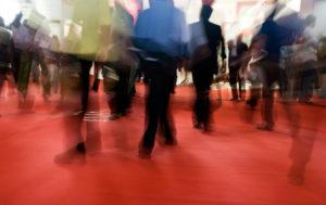 Wichtig und effektiv: Messeauftritt für regionale Unternehmen Eine der wichtigsten Werbemaßnahmen für ein Unternehmen ist der Auftritt bei einer Messe. Gerade regionale Unternehmen, die eine Ausstellung in der Nähe ihres Standortes wählen, können dabei wertvolle Geschäftskontakte knüpfen und bereits bestehende ausbauen. Im persönlichen Gespräch Informationen auszutauschen und Beziehungen zu pflegen – diese Methode gilt nach wie vor als äußerst effektives Marketinginstrument.