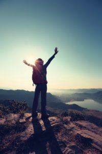 Lebensträume verwirklichen mit Mut und Minimalismus Jeder Mensch hat sie. Manche schaffen es, sie zu verwirklichen, anderen reicht es, sich ihr Leben lang immer wieder an sie zu erinnern: Lebensträume. Aber erst, wer es wirklich versucht hat, weiß wie viel mehr hinter einem Traum stehen kann.