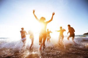 Bademode: Trends 2018.  Miami Swim Week, Bikinis und Badeanzüge, ©istock.com/molchanovdmitry