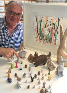 Prof. Josef Walch mit den kleinen Hasen