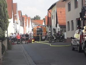 Gartenlaubenbrand griff über. (jk)Waghäusel- Wiesental: Am Mittwochnachmittag Ist eine Gartenlaube im Stadtteil Wiesental in Brand geraten.