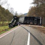 Erlenbach bei Dahn: Sattelschlepper kippt um – L 490 voll gesperrt