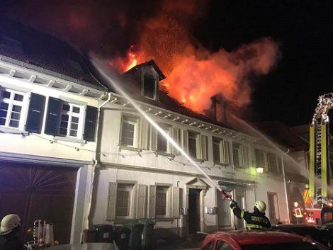 Dachstuhlbrand mitten in der Altstadt