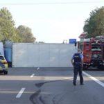 Lastwagen mit Tiefkühlkost umgekippt / Vollsperrung der A 5