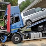 Schwerer Verkehrsunfall; vier Lkws beteiligt