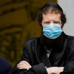 Rasur nicht nötig: Israelische Gläubige mit Bart bekommen Mundschutz ?