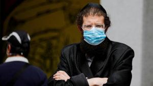 Rasur nicht nötig - Israelische Gläubige mit Bart bekommen Mundschutz ?