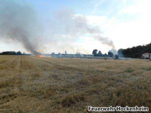 Strohballen- und Rundballenpressenbrand, Feuerwehr Hockenheim 01
