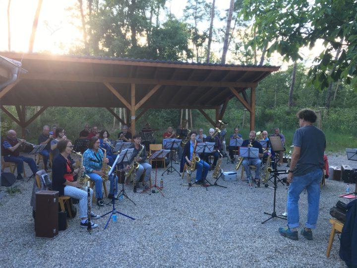Auf dem Waldfestplatz konnte der Musikverein Harmonie unter Einhaltung aller Hygiene- und Abstandsregeln proben