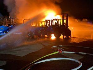 Feuerwehr Philippsburg - Vier Baufahrzeuge auf Firmengelände ausgebrannt