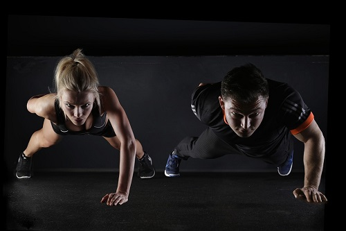 Fitnessstudio vs. Training Apps, Quelle Pixabay
