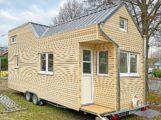 Erstes rolling Tiny House mit amerikanischer Weiß-Kiefer